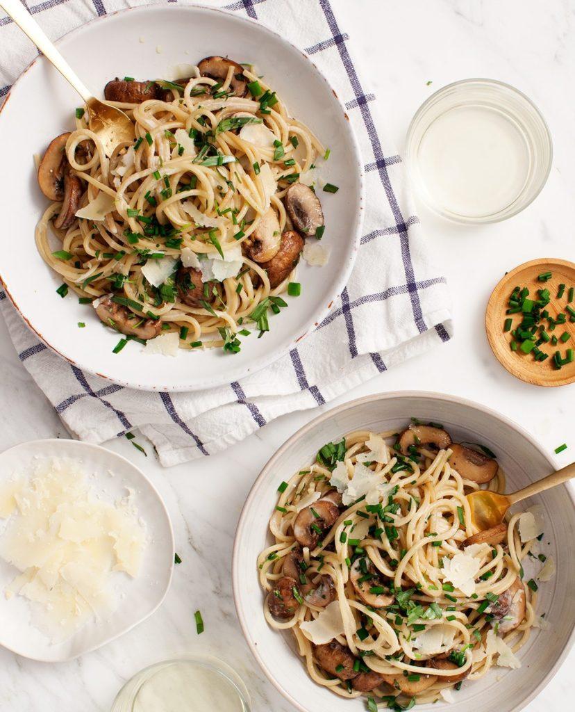 Паста с чесноком и грибами по итальянски